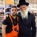 רותם בן מויאל עם חתן פרס ישראל ורב העיר מגדל העמק הרב יצחק גרוסמן