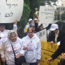 הפגנת הניצולים מול השגרירות