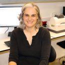 פרופ' שחק-גרוס במעבדתה באוניברסיטת חיפה.