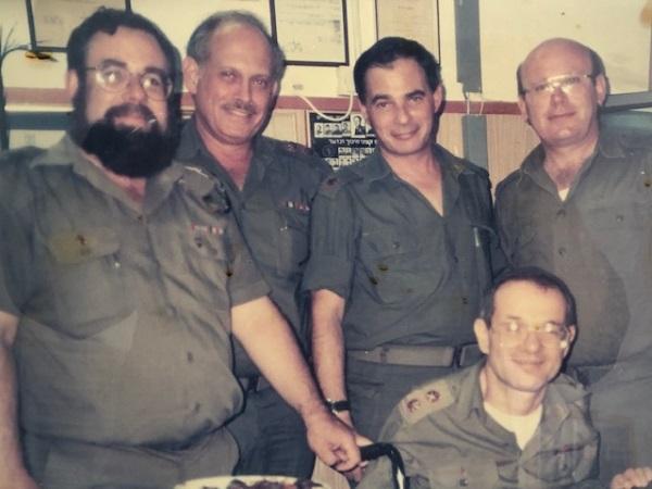 """עו""""ד אריה אבריאל בשירותו הצבאי"""