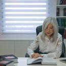 """עו""""ד סולן עם ספר החוקים"""