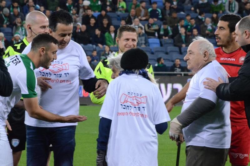 ניצולי השואה לקראת יום השואה הבין לאומי במשחקה של מכבי חיפה1
