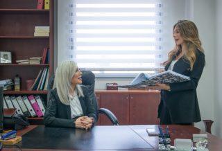 שרין ומורן בהתייעצות במשרד